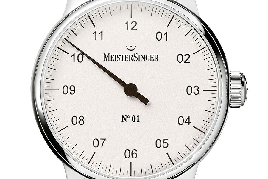 144 Indizes befinden sich auf dem Zifferblatt einer Meistersinger Uhr | Juwelier Hilgers Essen