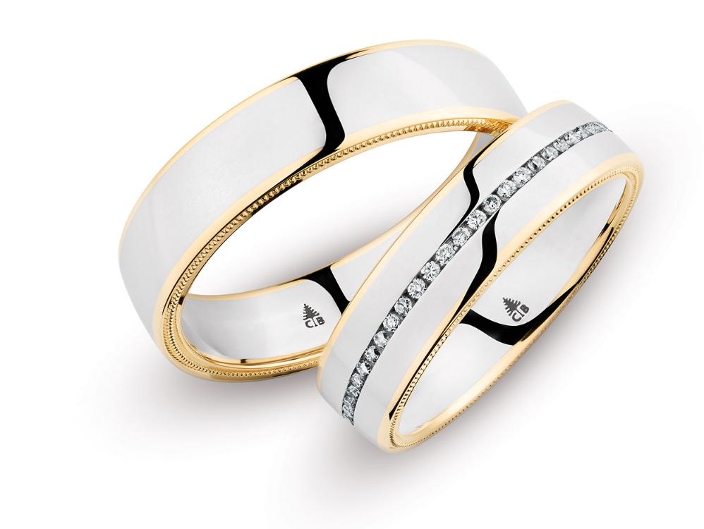 Platin-Ringe mit seitlicher Millgriff-Struktur von Christian Bauer