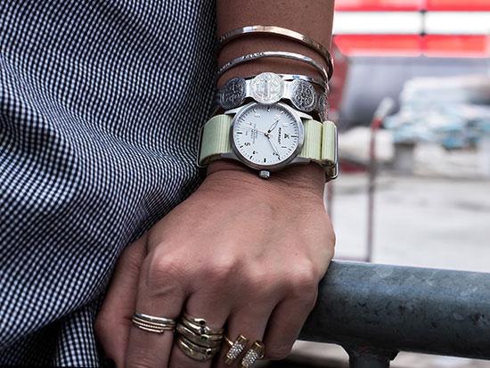 Passend zum modernen Look - Pop-Pilot Uhren in Essen