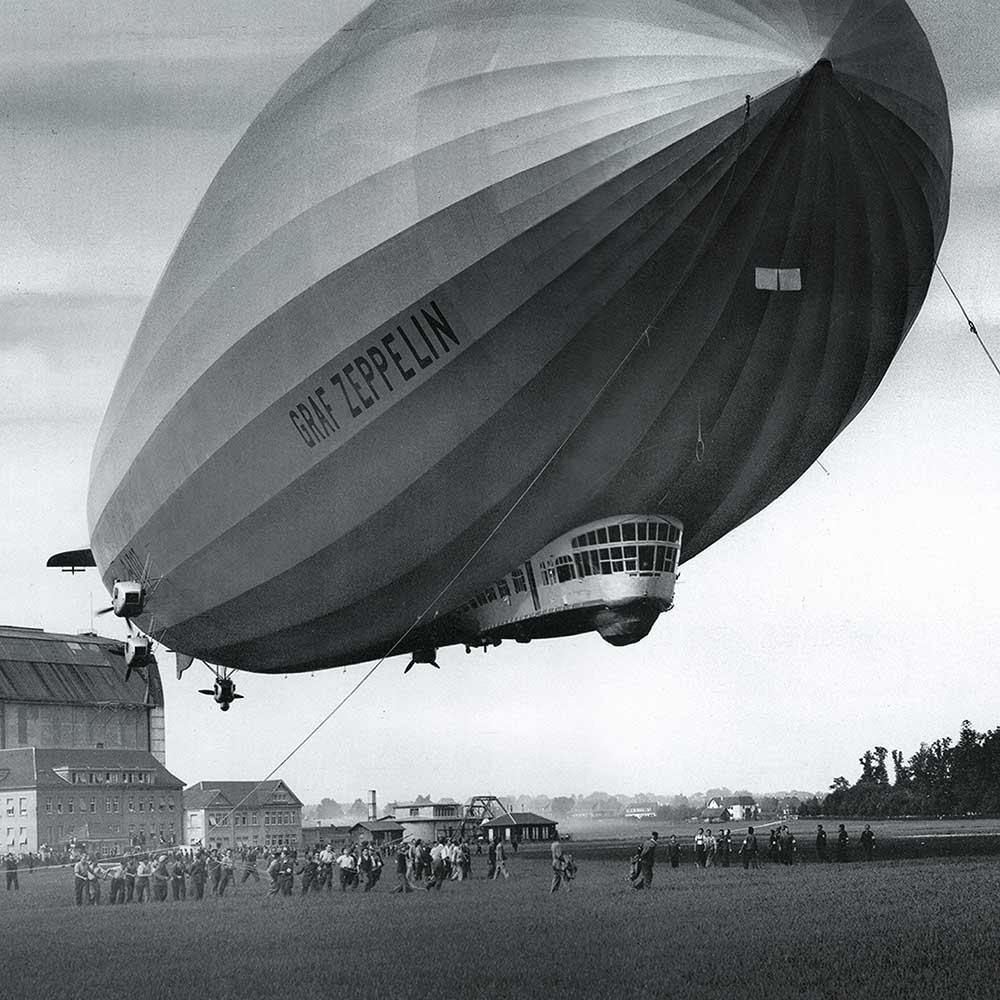 Zeppelin - Start aus dem Hangar | Juwelier Hilgers